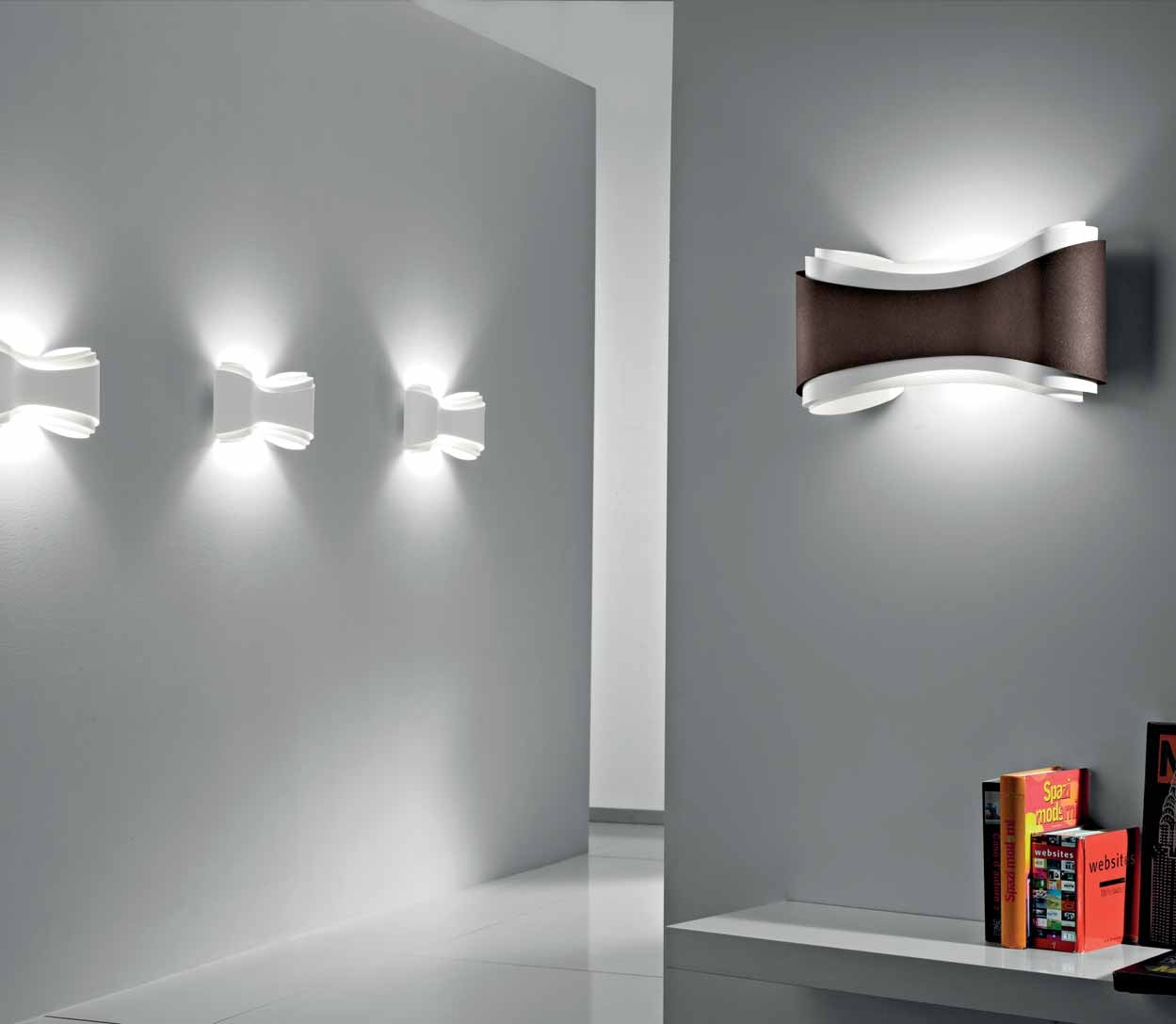 applique design ionica led on adore sa forme fluide selene so nuit. Black Bedroom Furniture Sets. Home Design Ideas