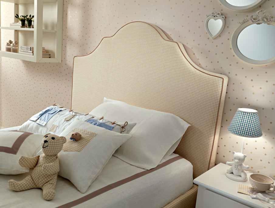lit 1 personne recouvert d 39 un joli tissu vichy piermaria so nuit. Black Bedroom Furniture Sets. Home Design Ideas