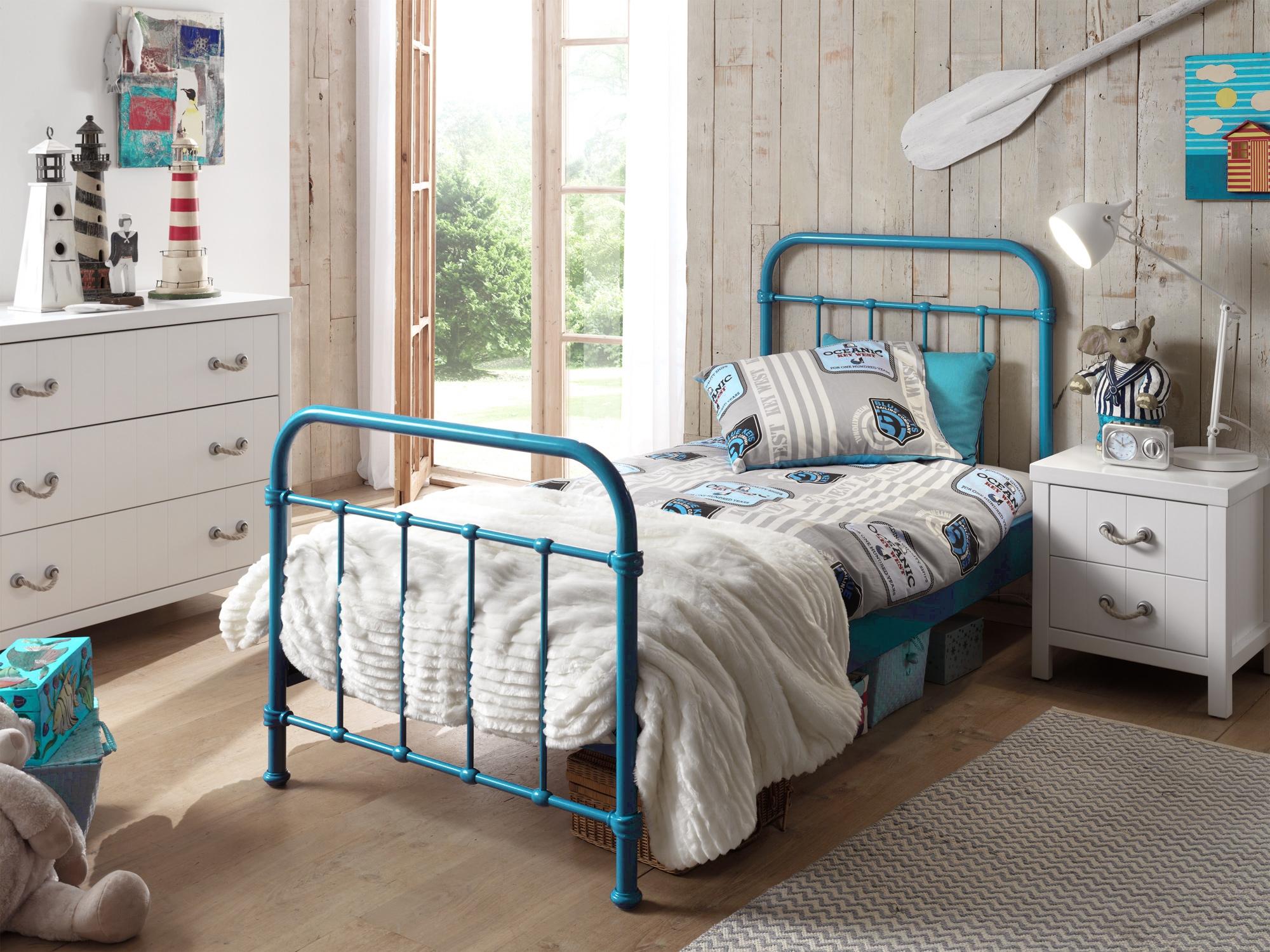 lit en m tal london pour un style r solument industriel. Black Bedroom Furniture Sets. Home Design Ideas