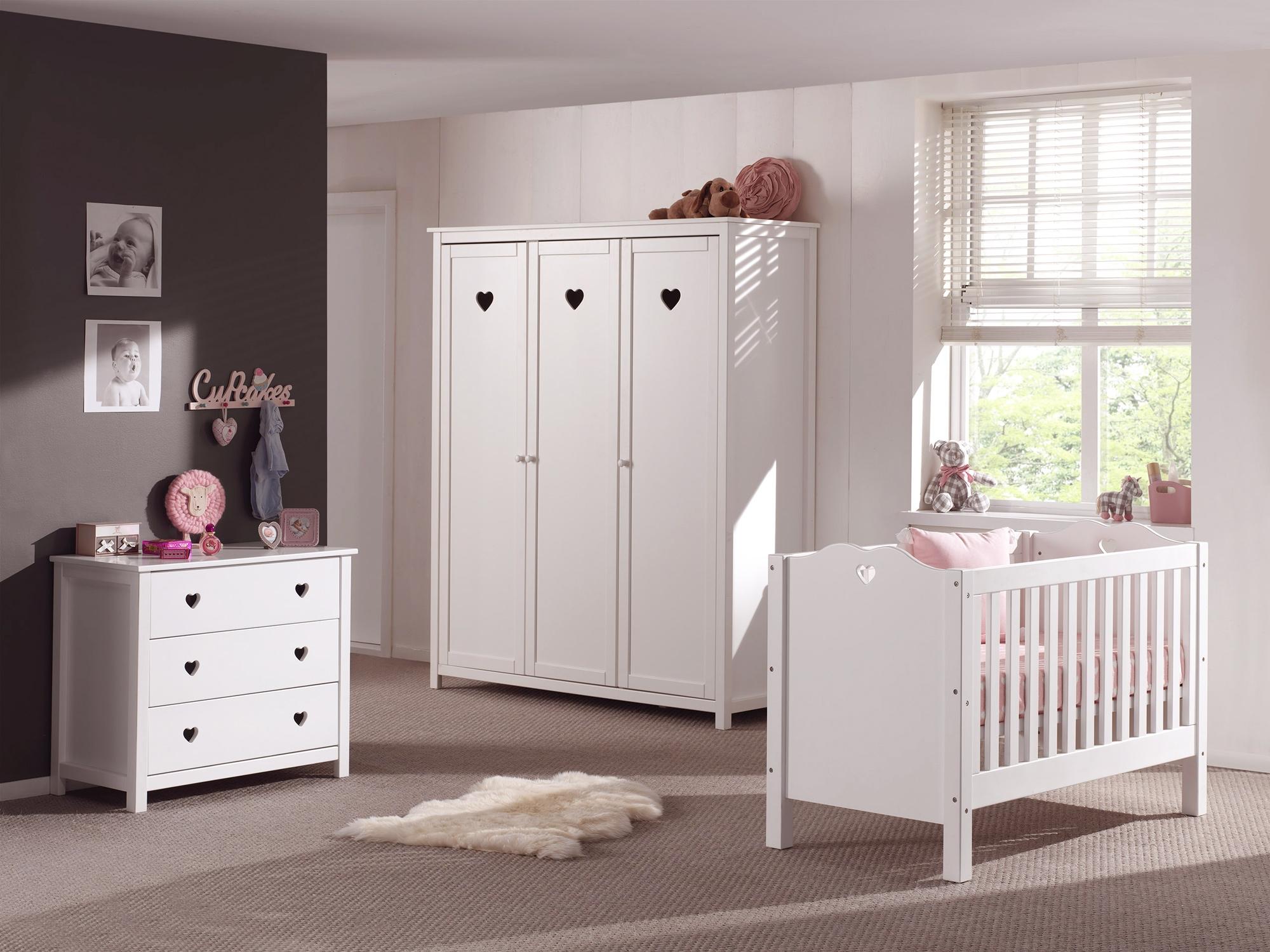 armoire fille de la chambre emilie au style romantique so nuit. Black Bedroom Furniture Sets. Home Design Ideas