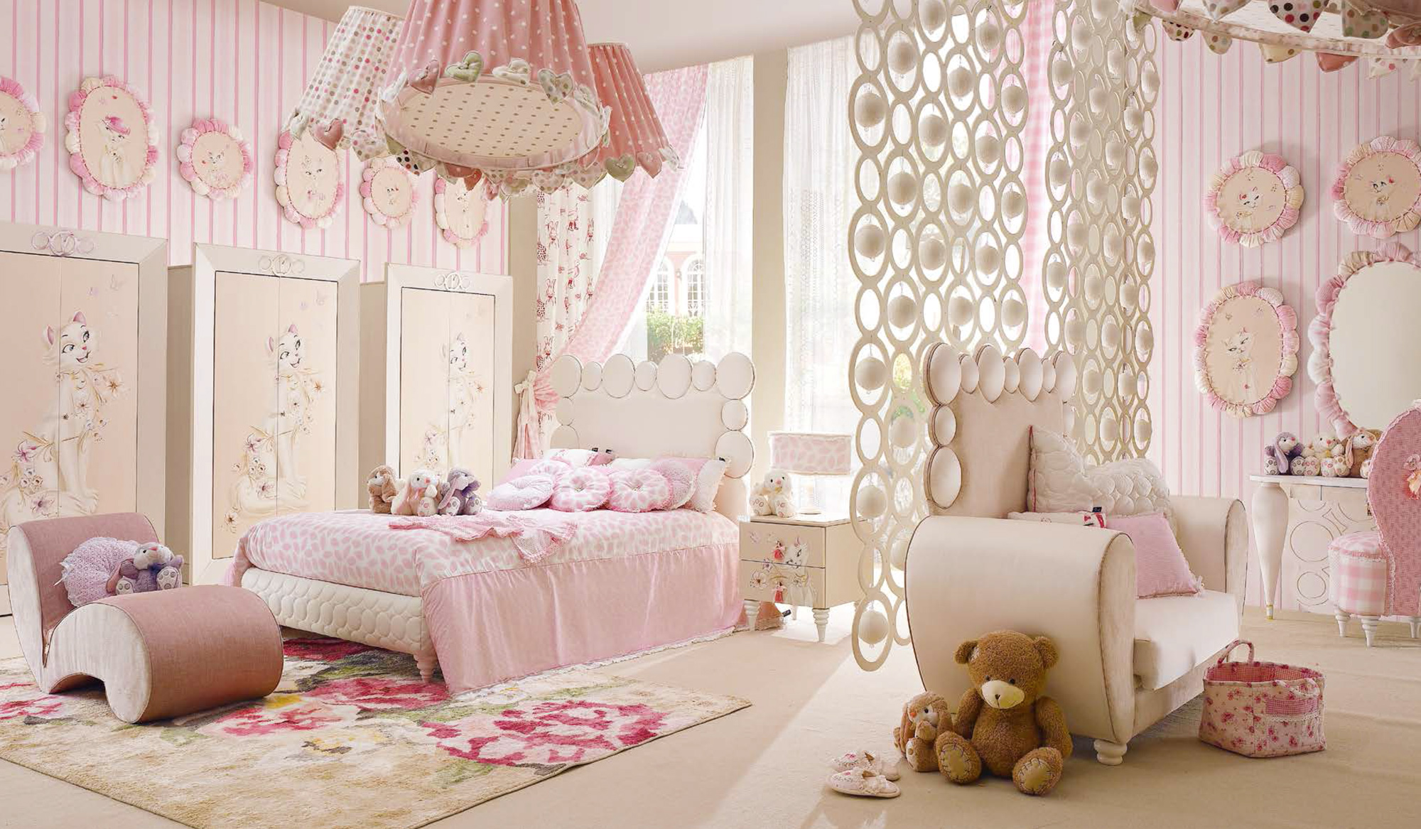 comment am nager une chambre fille avec un lit princesse. Black Bedroom Furniture Sets. Home Design Ideas