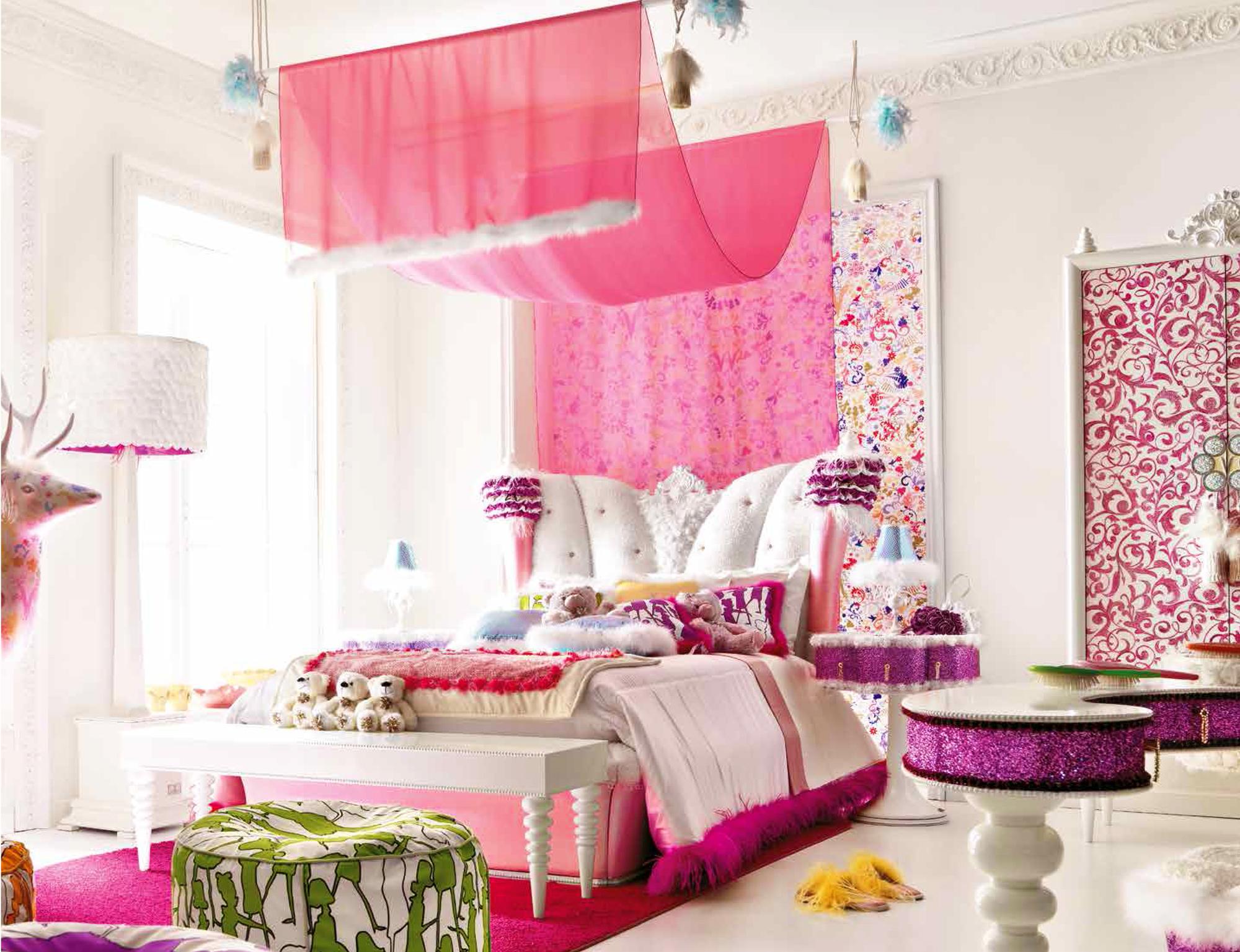 comment am nager une chambre fille avec un lit princesse. Black Bedroom Furniture Sets. Home Design Ideas